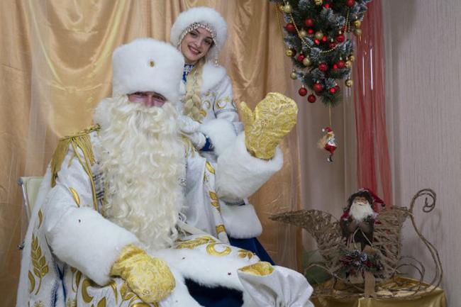 Дедушка Мороз зажег ёлку наДворцовой площади